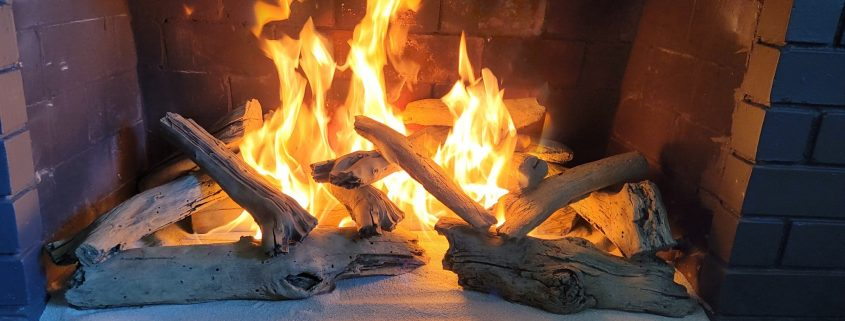 Gas logs fireplace